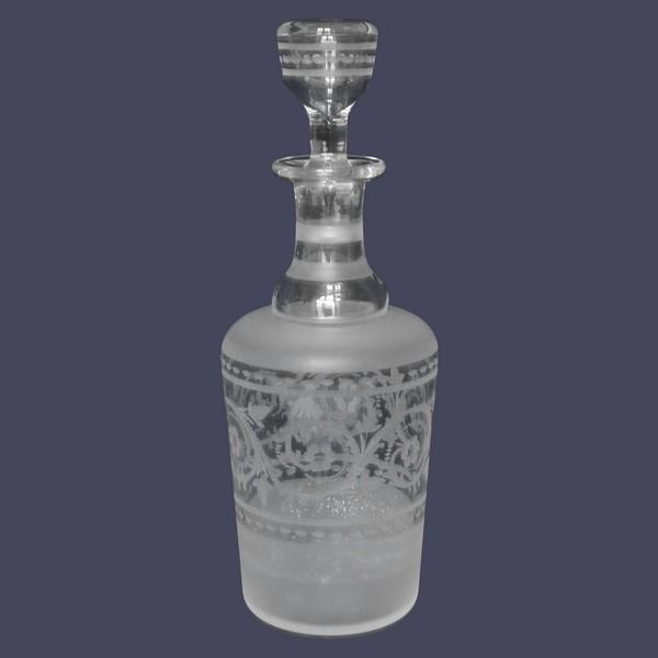 Carafe à liqueur en cristal gravé de style Louis XVI, époque XIXe