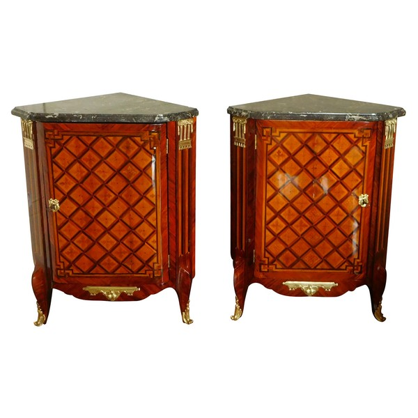 Martin Ohneberg : rare pair of Transtion marquetry corner cupboards, 18th century - stamped