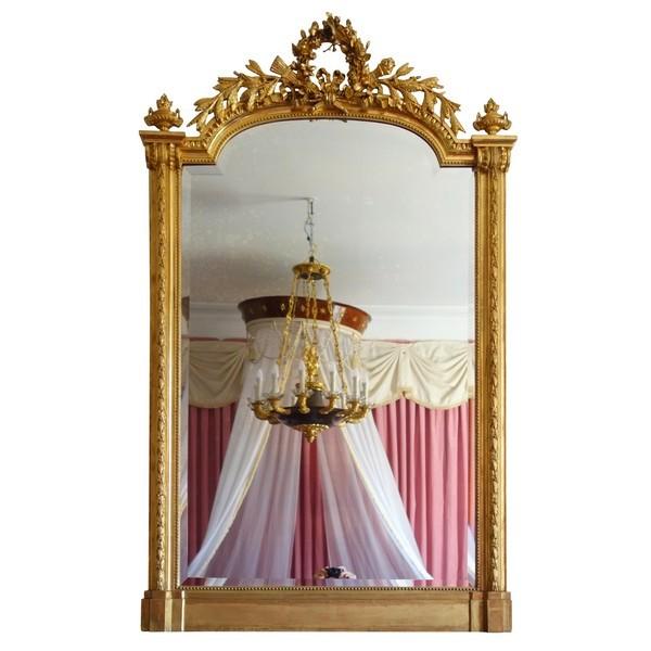 Miroir de cheminée d'apparat de style Louis XVI en bois doré - 189cm x 111cm