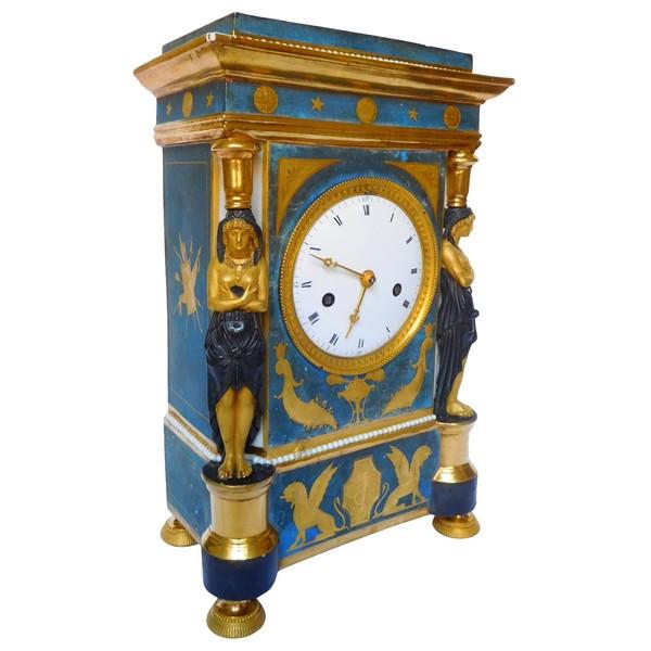 Pendule en porcelaine d'époque Consulat attribuée à Dagoty, vers 1800-1805