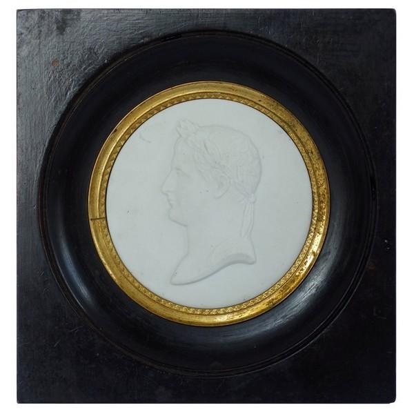 Sèvres : portrait miniature de Napoléon Ier Empereur en biscuit - signé