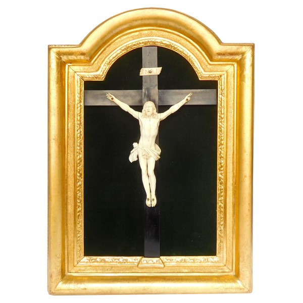 Louis XV ivory Christ set into its gilt wood frame - 18th century
