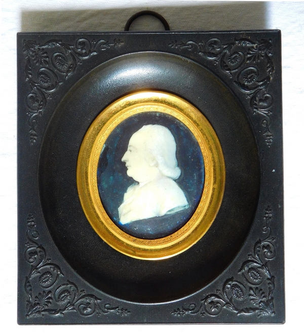 Ivory miniature portrait of a side-profile man, 18th century