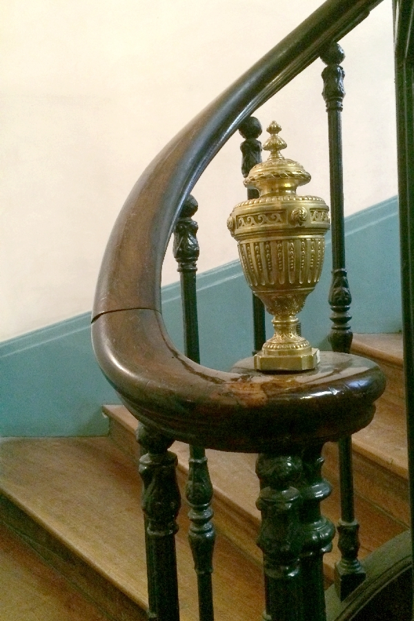 Boule de rampe d'escalier en bronze doré de style Louis XVI, maison Fontaine