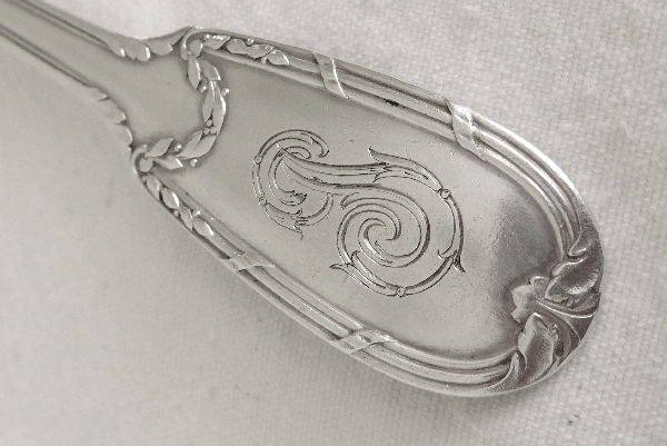 8 couverts à poisson de style Louis XVI en argent massif, poinçon Minerve, par Puiforcat