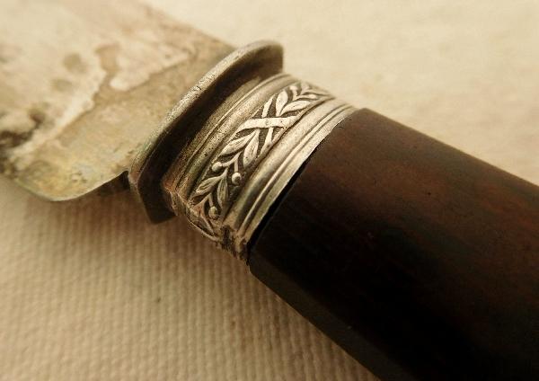 Ménagère de couteaux de style Louis XVI en acajou et argent, 29 pièces
