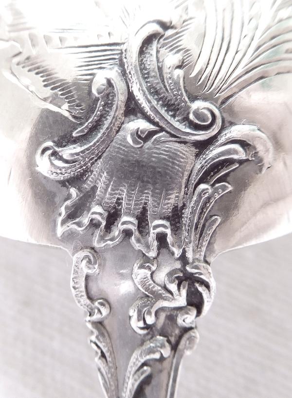 Louche à sauce de style Louis XV Rocaille en argent massif et vermeil, poinçon Minerve
