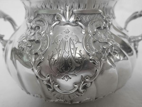 Sucrier de style Louis XV Rocaille en argent massif et vermeil, poinçon Minerve, époque fin XIXe siècle