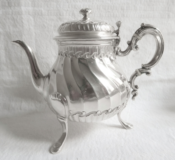 Tétard Frères : théière / verseuse égoïste de style Louis XV Rocaille en argent massif, poinçon Minerve