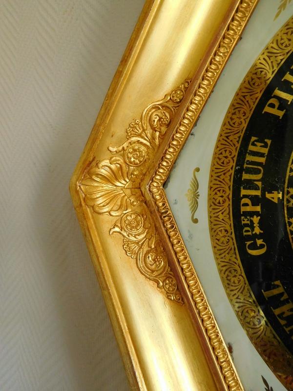 Baromètre Empire Restauration en bois doré et verre églomisé, début XIXe siècle