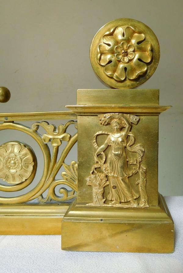 Barre de cheminée / chenets Empire en bronze ciselé et doré, époque Restauration