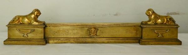 Barre de cheminée aux lionnes en bronze doré d'époque Empire par Claude Galle