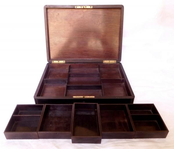 Tahan fournisseur de l'Empereur : coffret / boîte à jeux en bois noirci, marqueterie Boulle