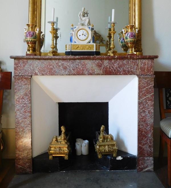 Paire de chenêts en bronze doré à décor de Sphinges, style Régence, époque XIXe