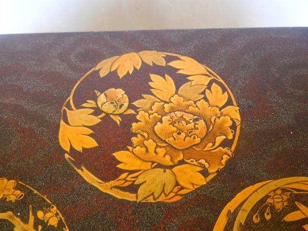Coffret en laque du Japon, époque Meiji - XIXe siècle - décor doré et pailleté