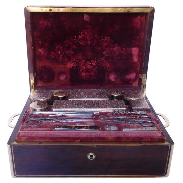 Nécessaire de voyage d'homme, plaquage de palissandre, vermeil et cristal, 26 accessoires