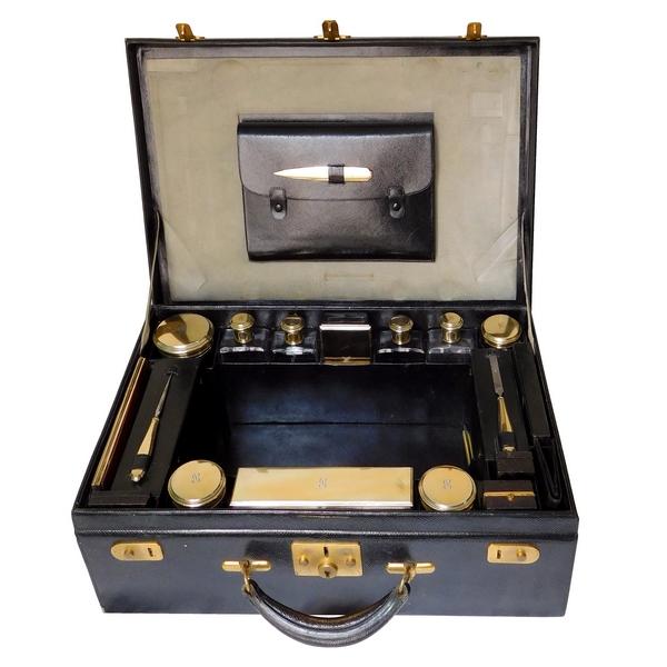 Keller : nécessaire de voyage de dame : valise et 49 accessoires en vermeil et cristal