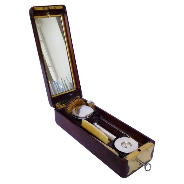 Aucoc : nécessaire de voyage d'officier en acajou, cristal et argent, époque Restauration