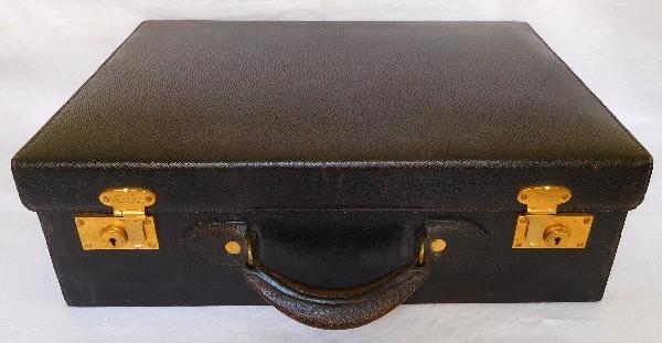 Pinteaux : nécessaire de voyage de dame : valise et 24 accessoires en argent et cristal