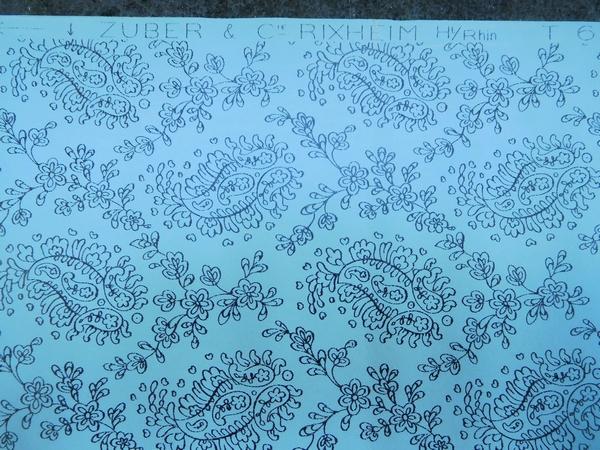 Zuber : Lot de papier peint gouaché bleu ciel décor XVIIIe état neuf, 30 rouleaux (années 1900-1930)