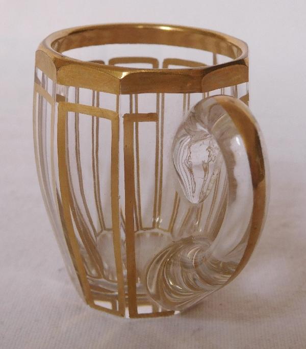 6 tasses à liqueur en cristal de Baccarat, modèle Cannelures réhaussé de filets or