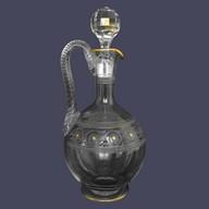 Carafe / aiguière en cristal de Baccarat, modèle à gravure athénienne réhaussée d'une dorure à l'or fin