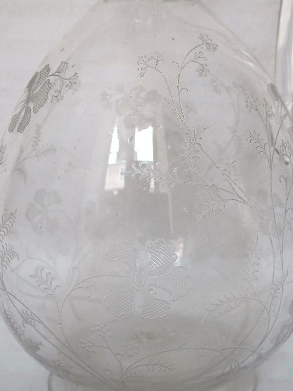 Carafe à vin ou aiguière en cristal de Baccarat gravé