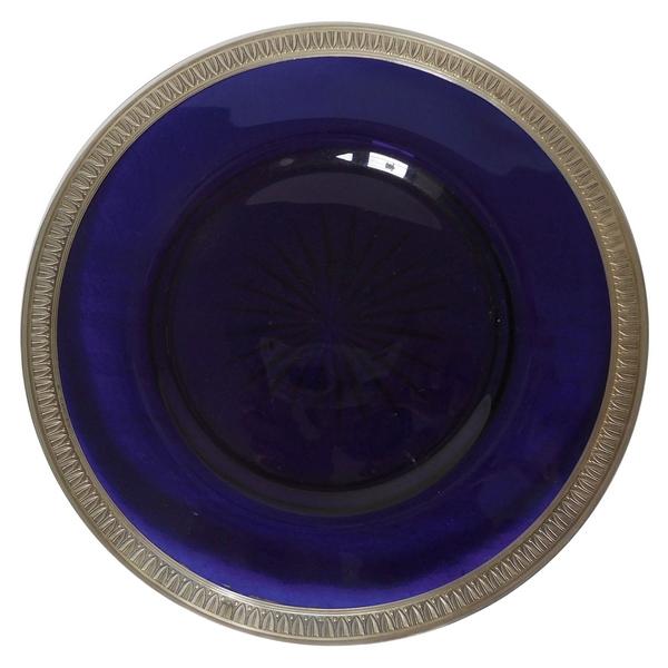 Assiette en cristal de Baccarat bleu cobalt cerclée d'argent massif (vermeil), poinçon Minerve