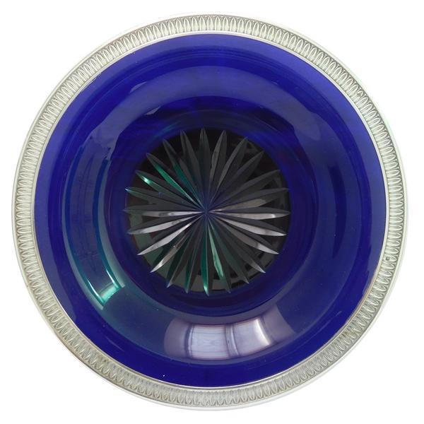 Plat en cristal de Baccarat bleu cobalt monté argent massif, style Empire, poinçon Minerve
