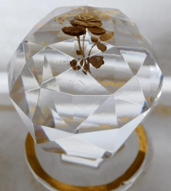 Boîte à poudre en cristal de Baccarat, modèle Louis XV rehaussé à l'or fin
