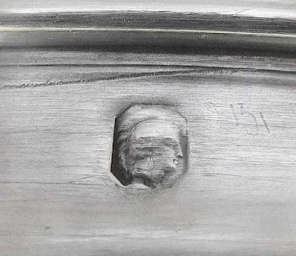 Boîte à poudre en cristal de Baccarat modèle Malmaison, couvercle en argent massif