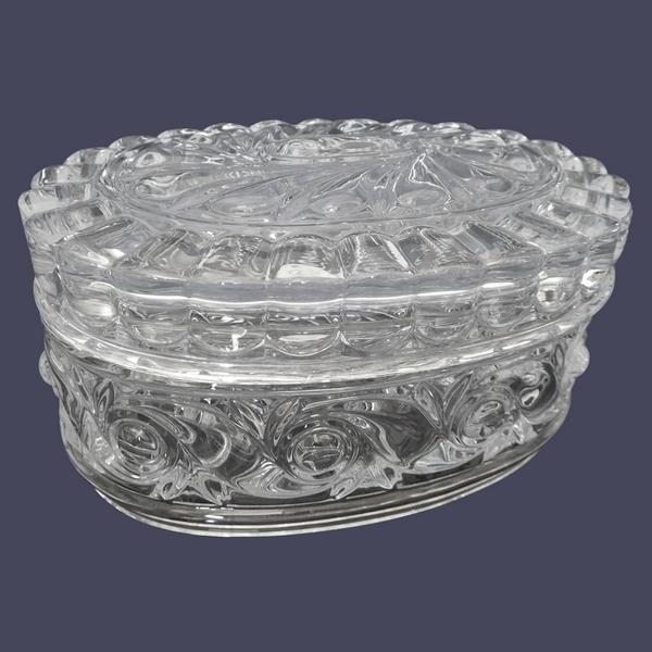Boîte / bonbonnière ovale en cristal de Baccarat, modèle à la Russe - signée