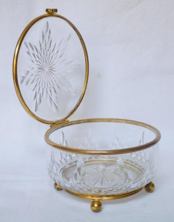 Boîte - bonbonnière en cristal de Baccarat taillé, monture en laiton doré
