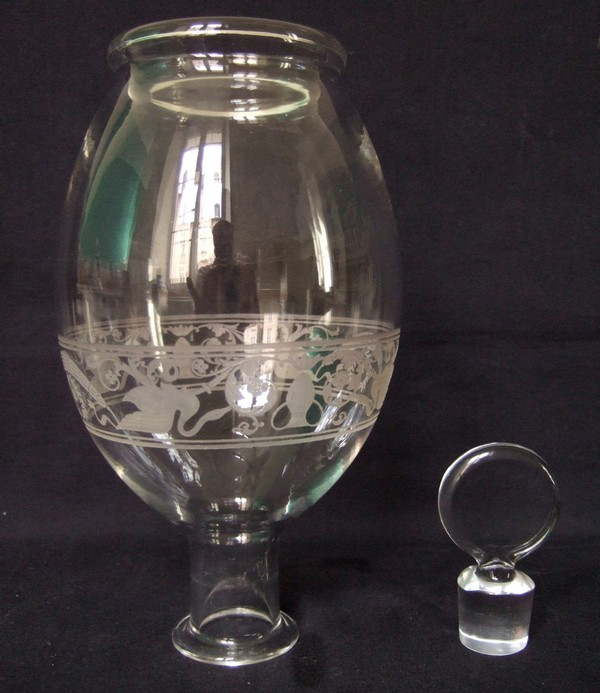 Carafe en cristal de Baccarat gravé de style Empire
