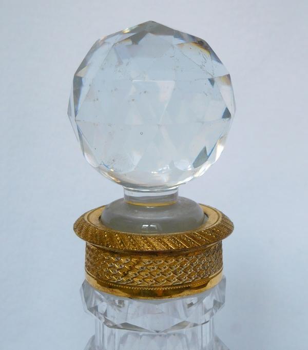 Carafe à vin / flacon à whisky en cristal du Creusot taillé, monture en bronze doré vers 1820