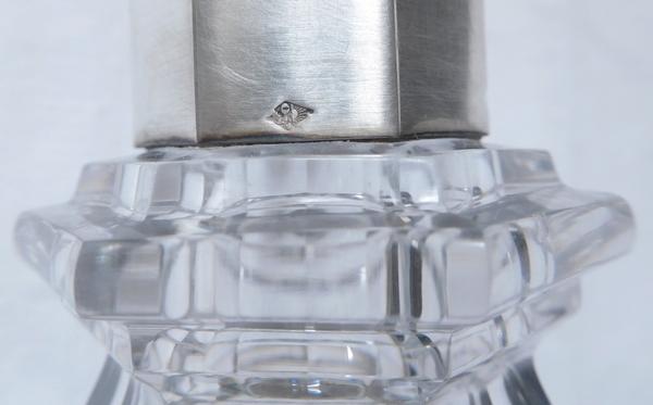 Carafe en cristal de Baccarat, monture en argent massif, modèle Harcourt, poinçon Minerve, par Olier Caron