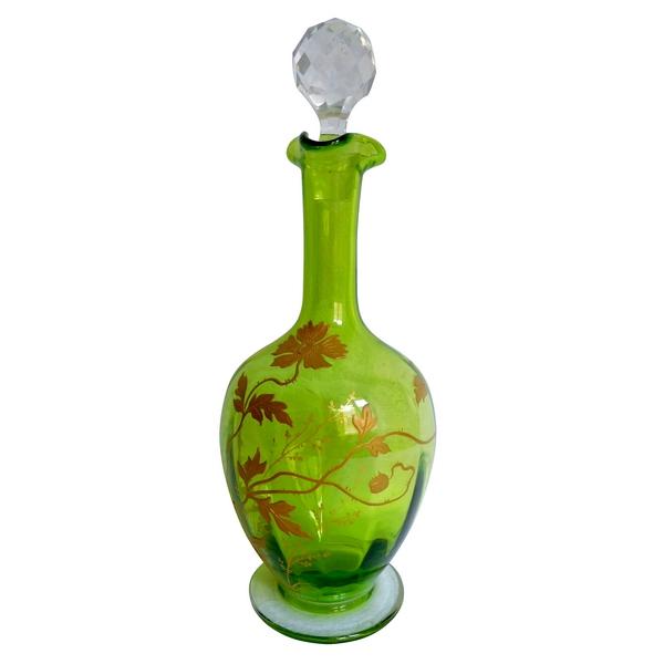 Carafe à liqueur en cristal de Baccarat vert chartreuse rehaussé à l'or fin, époque Art Nouveau
