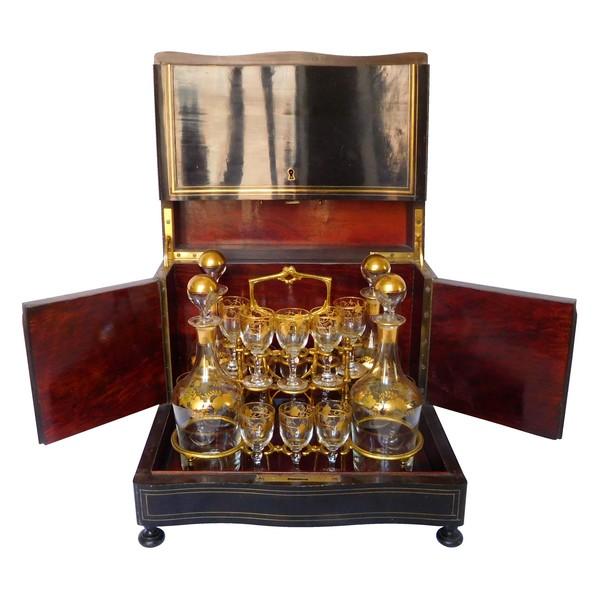 Cave à liqueur Napoléon III en bois laqué, cristal de Baccarat doré