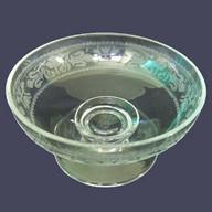 Coupe à bonbons en cristal de Baccarat gravé, motifs de fleurs de lys