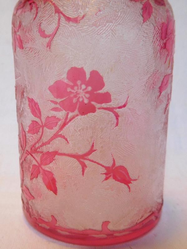 Flacon à parfum en cristal de Baccarat, modèle Eglantier rose - 14cm