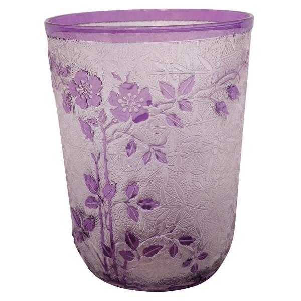 Verre à dents en cristal de Baccarat, modèle Eglantier violet