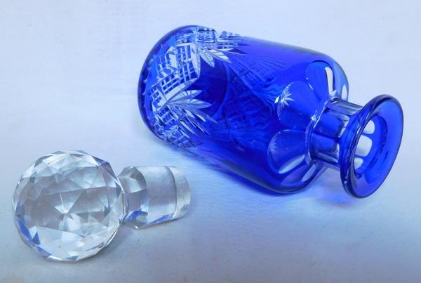 Flacon à parfum en cristal de Baccarat, cristal overlay bleu cobalt, modèle Douai - 14cm