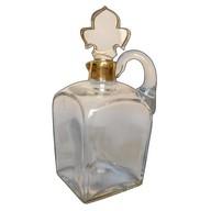 Flacon / carafe à whisky en cristal de Baccarat réhaussé à l'or fin, fleur de lys, vers 1900
