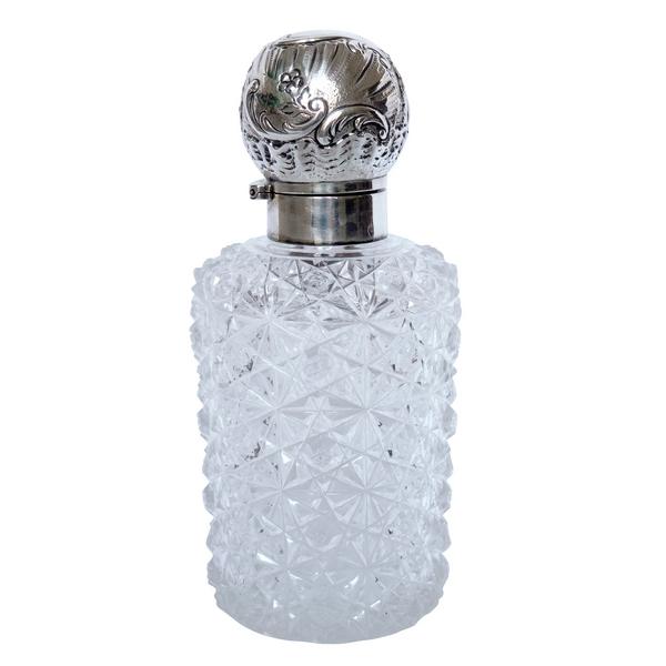 Flacon de toilette en cristal de Baccarat richement taillé, modèle Paimpol monté argent massif, poinçon Minerve