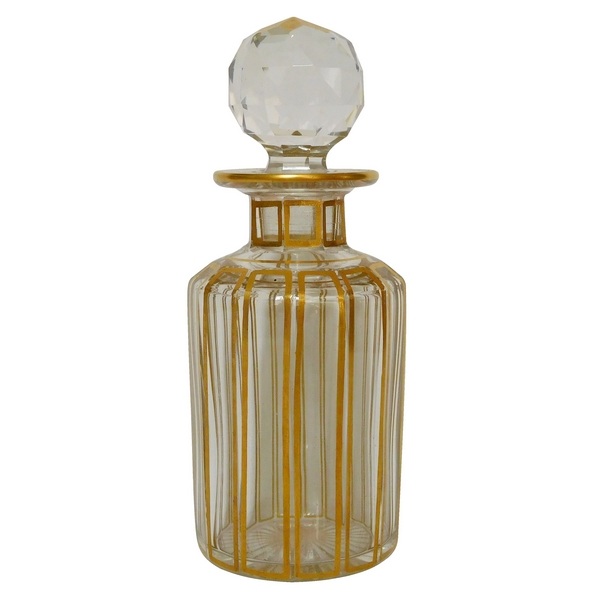Flacon en cristal de Baccarat, modèle Cannelures réhaussé de filets or - 13,8cm