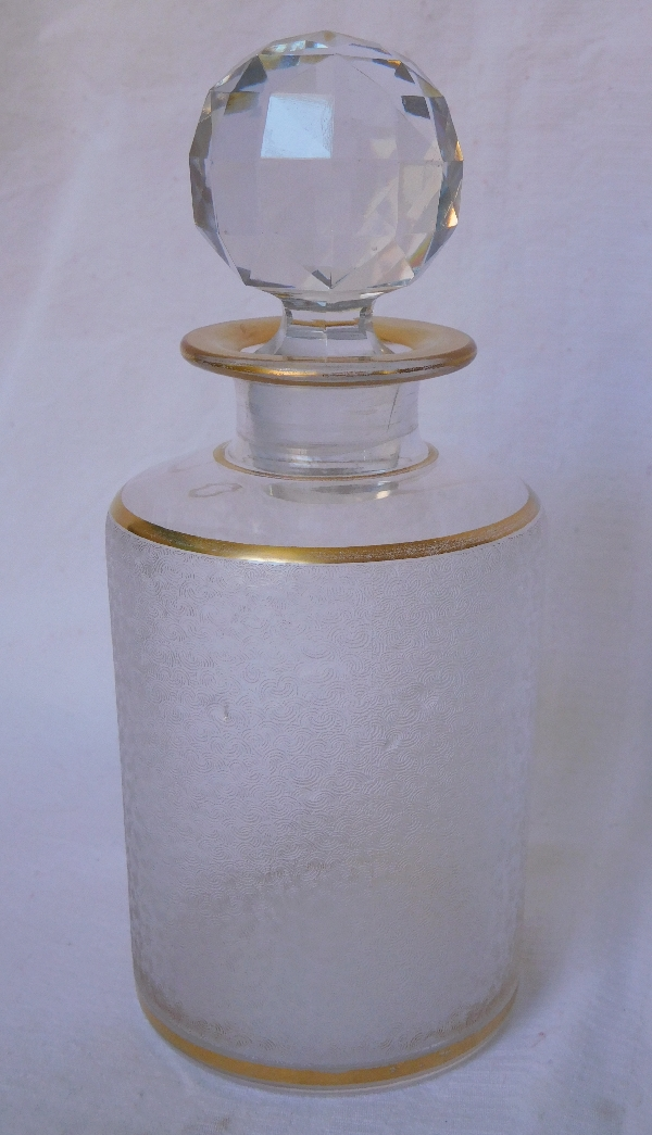 Grand flacon à parfum en cristal de Saint Louis givré, doré d'un filet à l'or fin - 17cm
