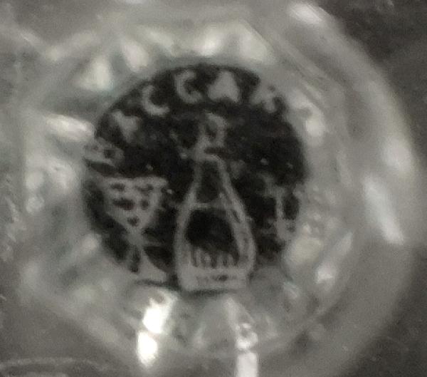 Très grand flacon à parfum / flacon à whisky en cristal de Baccarat richement taillé - signé - 20,2cm