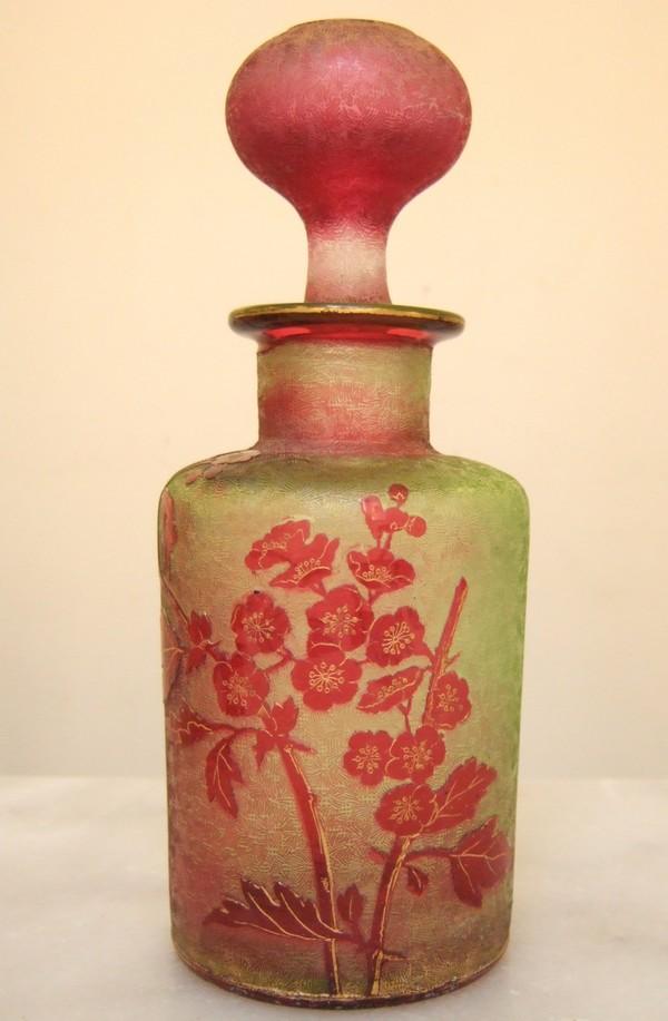 Flacon en cristal de Baccarat multi-couche (Eglantier rouge vert et doré)