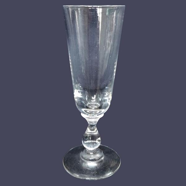 Verre à liqueur en cristal de Baccarat, forme flûte à champagne, jambe ballustre