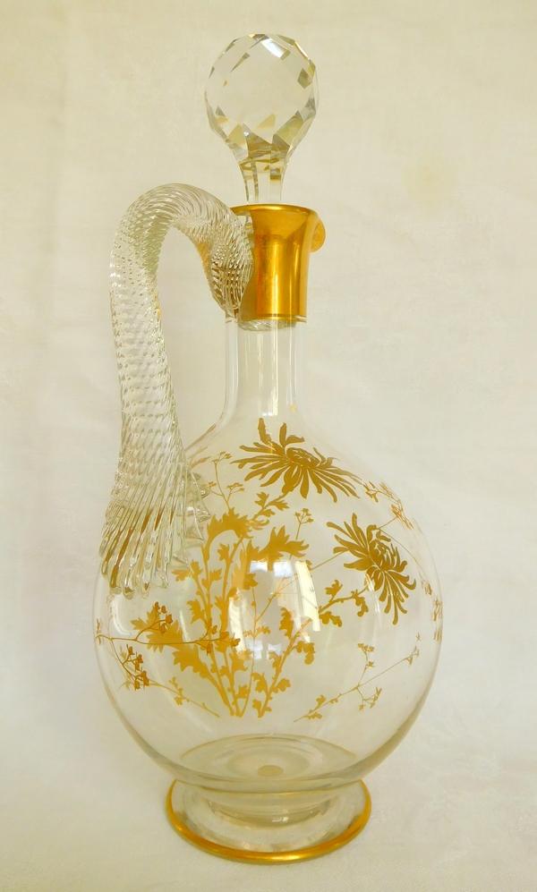 Carafe aiguière en cristal de Baccarat, décor aux chrysanthèmes doré à l'or fin - étiquette